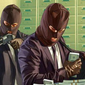 Dos personas con pasamontañas y escopetas robando dinero en grand theft auto 5en la cámara acorazada de un banco