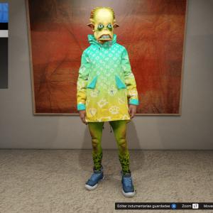 Alienígena en vestidor con indumentaria de color azul y amarillo.